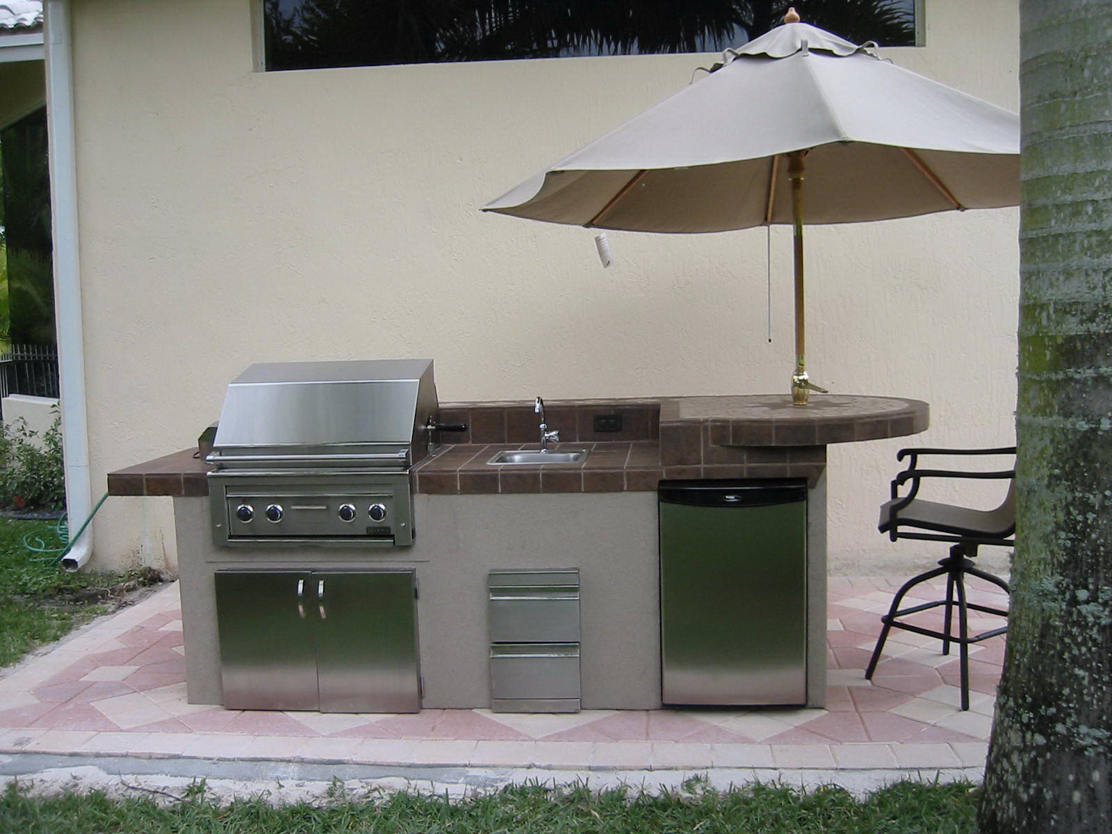 kitchens design small outdoor kitchens small spaces kitchen designs